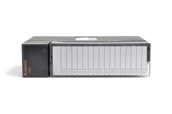 三菱 デジタル-アナログ変換ユニット A1S68DAV (03年8月製・ED)