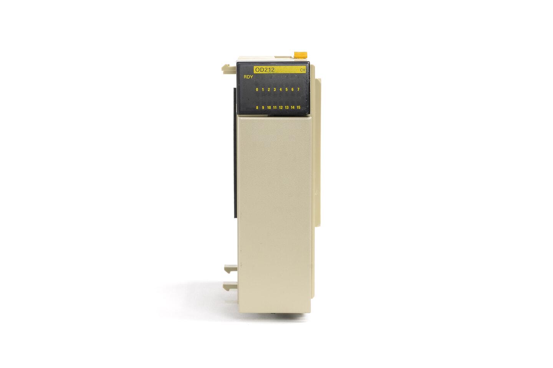 オムロン トランジスタ出力ユニット CQM1-OD212 (07年製)