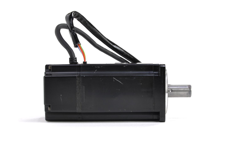 安川電機 ACサーボモータ SGM-04A314 (シャフトに錆・貫通穴あり)