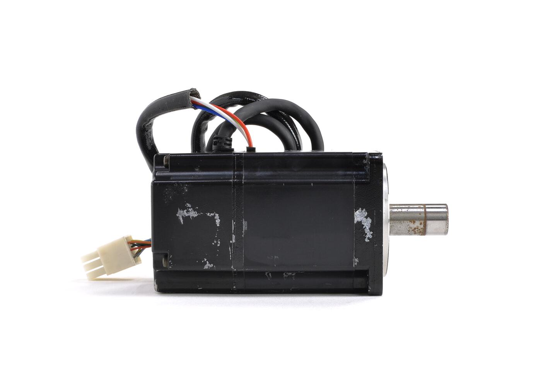 安川電機 ACサーボモータ SGM-02A312 (シャフトに錆あり)