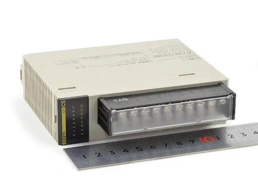 オムロン 出力ユニット CS1W-OD211