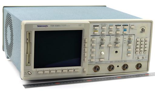 テクトロニクス デジタルオシロスコープ TDS640A 500MHz (ツマミかけ)