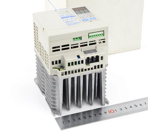 安川電機 インバータ CIMR-XCBA21P5