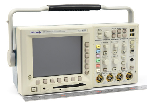 テクトロニクス デジタルオシロスコープ TDS3054 500MHz (不具合あり)