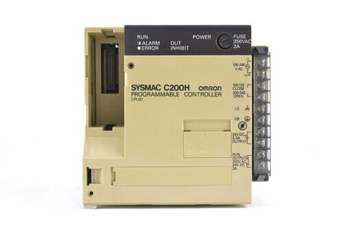 オムロン CPUユニット C200H-CPU01 (94年12月製・かけている箇所が複数)
